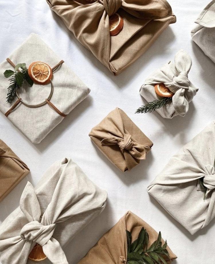 Cadeaux emballés Furoshiki