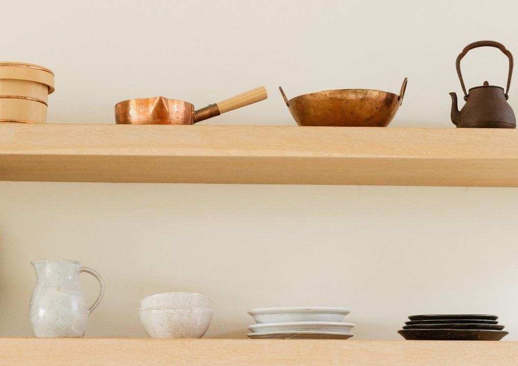 Poêles et casseroles organisées